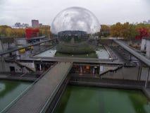 Paris - geod på de Cité des-vetenskaperna och den l `-industrie Royaltyfri Fotografi