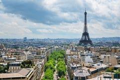 Paris horisont med det Eiffel tornet royaltyfria bilder