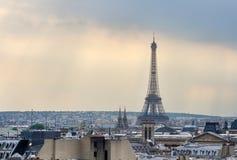 Paris horisont och Eiffeltorn på solnedgången i Paris Royaltyfria Foton