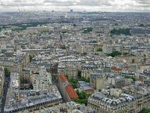Paris horisont på molnig dag Arkivbild