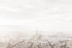 Paris, horizon de Frances en brouillard brumeux Tour Eiffel brumeux, vue unique Photo libre de droits