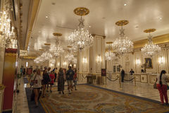 Paris hotelllobby i Las Vegas, NV på Juni 26, 2013 Arkivbilder