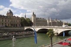 Paris i sommar Arkivfoton
