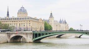 Paris im Frühjahr Stockbilder