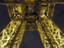 Paris - inter--tänd Eiffeltorn Arkivbilder