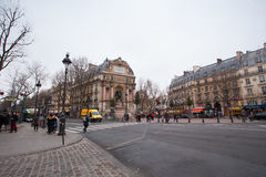PARIS - JANUAR 25,2017: peple am Saint-Michel-Quadrat in vorderem O Lizenzfreie Stockbilder
