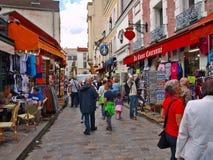 Dans la rue de Motmartre. Paris. La France 2012 06 19 Image libre de droits
