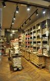 Paris, am 15. Juli: Andenken-Shop von Paris in Frankreich Stockfotografie
