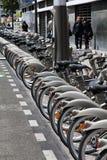 Cykel som delar i Paris Royaltyfri Fotografi