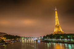 PARIS - JULI 12, 2013: Eiffeltorn på Juli 12 Royaltyfria Bilder