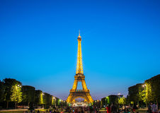 PARIS - JULI 12, 2013: Eiffeltorn på Juli 12 Arkivbild