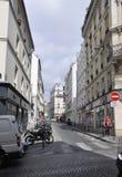 Paris Juli 17: Gatasikt från Montmartre i Paris Royaltyfri Foto