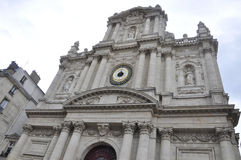 Paris Juli 19: Helgon Louis Church från det Marais området i Paris från Frankrike Royaltyfri Fotografi