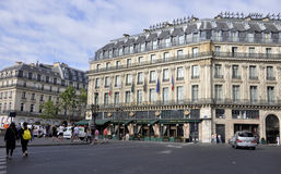 Paris Juli 18: Historiska byggnader i Paris från Frankrike Arkivfoton