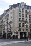 Paris Juli 18: Historiska byggnader i Paris från Frankrike Royaltyfri Bild
