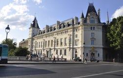 Paris Juli 17: Historiska byggnader i Paris från Frankrike Fotografering för Bildbyråer