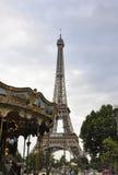 Paris, am 19. Juli: Karussell nahe Eiffelturm von Paris in Frankreich Lizenzfreies Stockbild