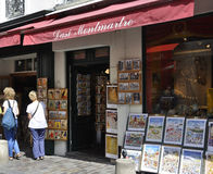 Paris, am 17. Juli: Kunst-Shops von Montmartre in Paris lizenzfreies stockbild