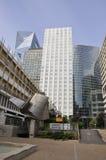 Paris Juli 16: Laförsvarbyggnader i Paris från Frankrike Arkivfoton