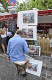 Paris, am 17. Juli: Maler an der richtigen Stelle de Tertre von Montmartre in Paris stockfotos