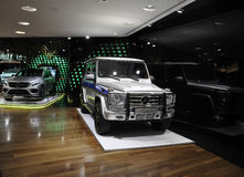 Paris Juli 14: Mercedes Showroom på den Champs-Elysees avenyn i Paris Fotografering för Bildbyråer