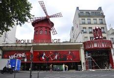 Paris Juli 17: Moulin rougekabaret från Montmartre i Paris Royaltyfri Fotografi