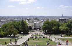 Paris, am 17. Juli: Paris-Panorama und Basilika Sacre Coeur parken von Montmartre in Paris Stockbild