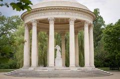 PARIS - JULI 20, 2016 templet av förälskelse, Trianon trädgårdar, Vers Royaltyfria Bilder