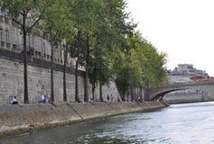 Paris Juli 18th: Bank av Seine River från Paris i Frankrike Arkivfoton