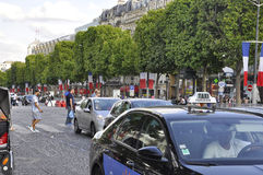 Paris Juli 14th: Champs-Elysees aveny på nationell dag i Paris från Frankrike Arkivfoton