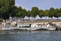 Paris Juli 18th: Fartyg på Seine River från Paris i Frankrike Arkivbilder