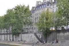 Paris Juli 18th: Historiska byggnader från banken av Seine från Paris i Frankrike Arkivfoto