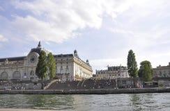 Paris Juli 18th: Historiska byggnader från banken av Seine från Paris i Frankrike Arkivbilder