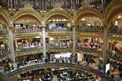 Paris Juli 15th: Lafayette Galeries inre från Paris i Frankrike Arkivbilder
