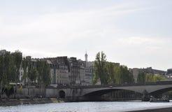 Paris Juli 18th: Landskap med banken av Seine River från Paris i Frankrike Arkivfoton