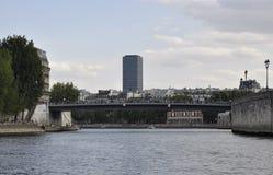 Paris Juli 18th: Landskap med Seine River över Seine från Paris i Frankrike Arkivfoton