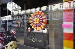 Paris Juli 15th: Is och choklad shoppar från Paris i Frankrike Royaltyfri Fotografi