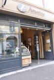 Paris Juli 15th: Is och choklad shoppar från Paris i Frankrike Arkivbilder
