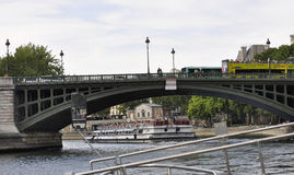 Paris Juli 18th: Pont de Befläcka över Seine från Paris i Frankrike Royaltyfria Bilder