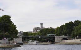 Paris Juli 18th: Pont de Befläcka över Seine från Paris i Frankrike Royaltyfri Bild