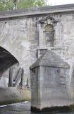 Paris Juli 18th: Pont kunglig persondetaljer över Seine från Paris i Frankrike Royaltyfri Bild
