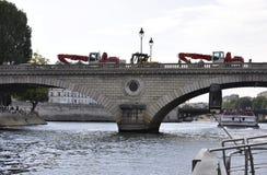 Paris Juli 18th: Pont Louis Philippe över Seine från Paris i Frankrike Royaltyfria Bilder
