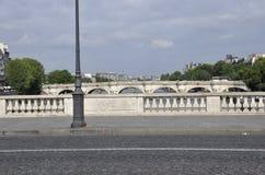 Paris Juli 18th: Pont Neuf sikt över Seine från Paris i Frankrike Fotografering för Bildbyråer