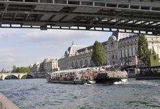 Paris Juli 18th: Seine kryssningfartyg från Paris i Frankrike Royaltyfri Foto