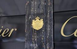 Paris Juli 18th: Skjul av armar av Cartier Jewellery från Paris i Frankrike Arkivbilder