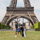 PARIS - JULY 27: Newly wed couple at the Eiffel Tower on July 27 Stock Image