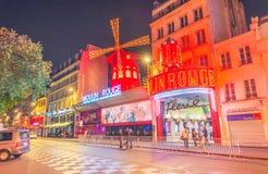 PARIS - JUNI 9: Den Moulin rougen vid natt, på Juni 9, 2014 i PA Arkivfoto