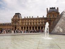 Reißen Sie zum Louvre Museum hin. Paris. Frankreich. 21. Juni 2012 Lizenzfreie Stockbilder
