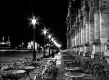 Paris kafé vid natt Arkivfoto