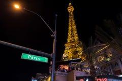 Paris Las Vegas hotell- och kasinoEiffeltorn vid natt Arkivfoto